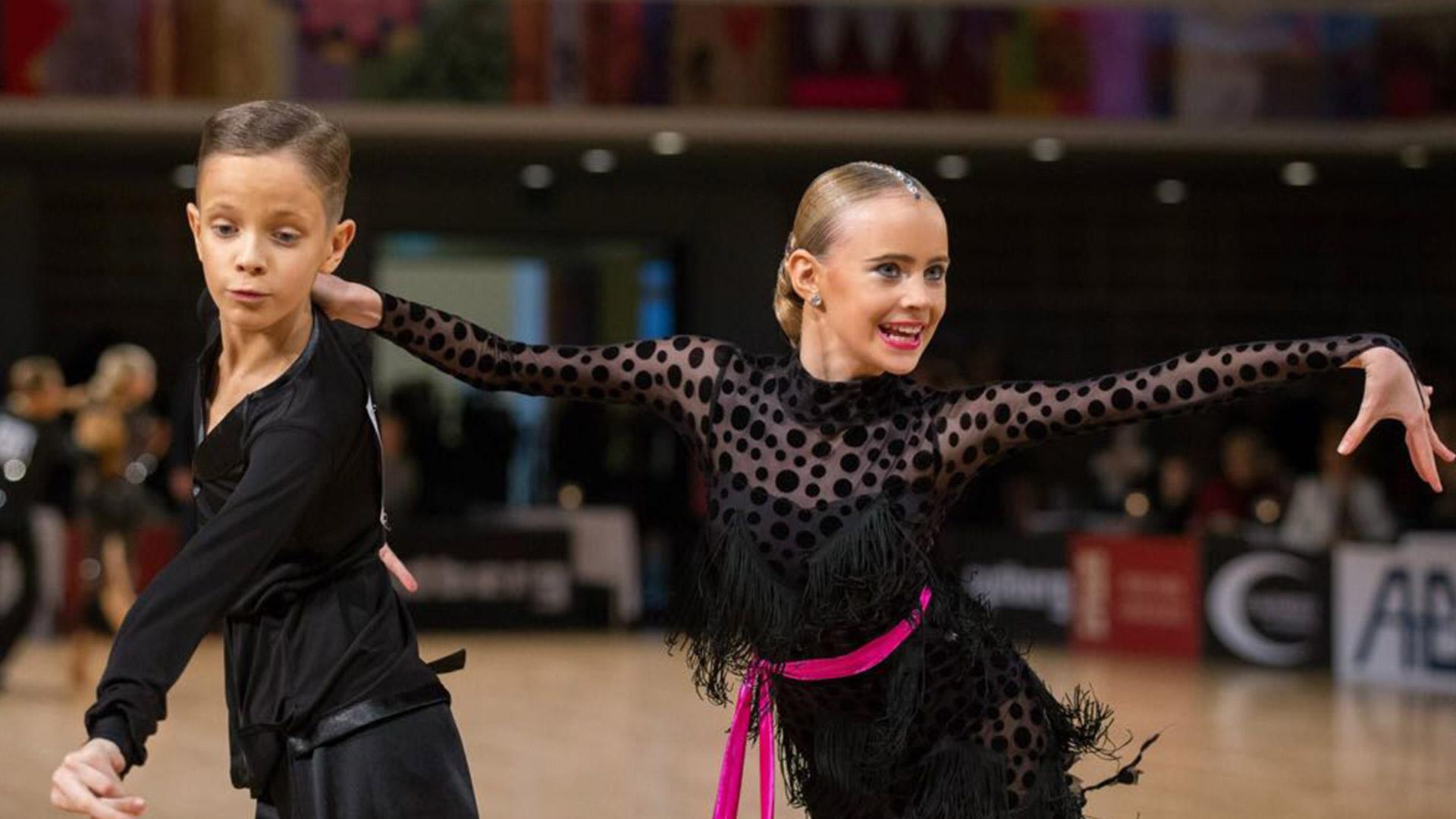 Peotantsud ehk seltskonna tantsud on nii aeglasemaid kui kiiremaid.